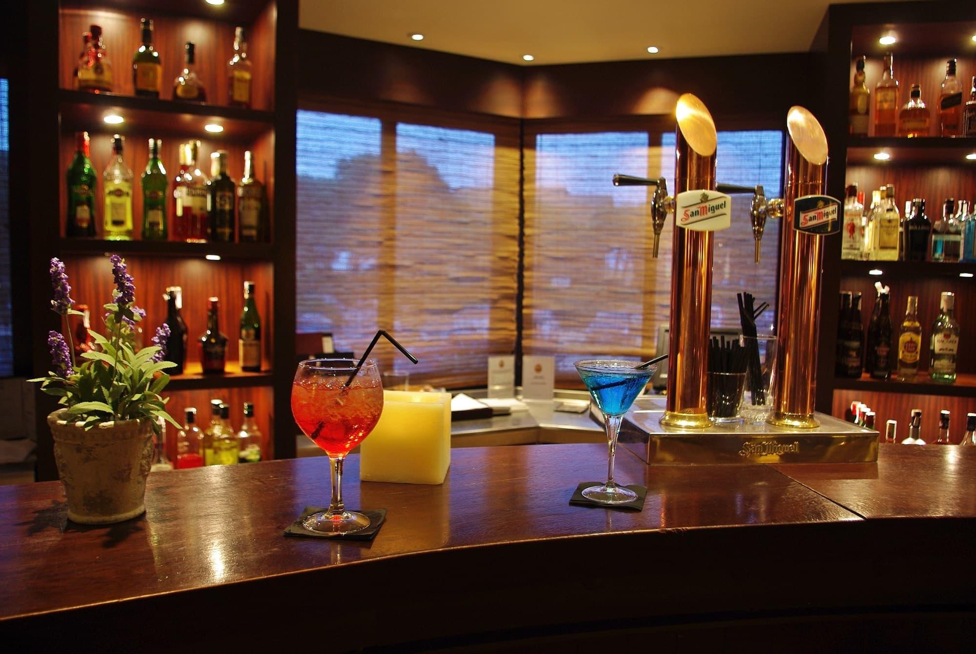 galeria/gastronomia/hlc_bar-havana_barra-cocktails.jpg