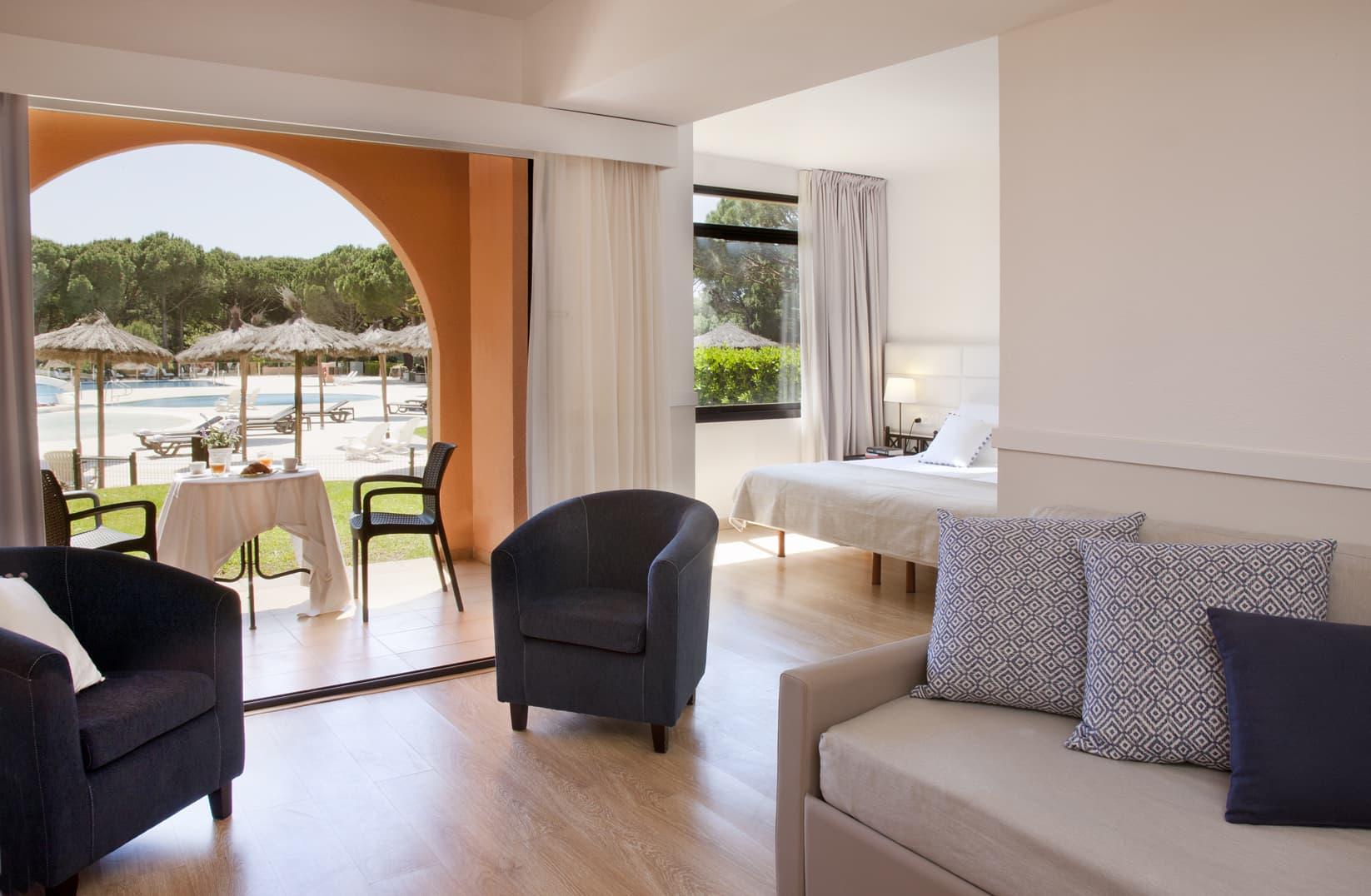galeria/habitacions/junior-suite_pbpiscina.jpg