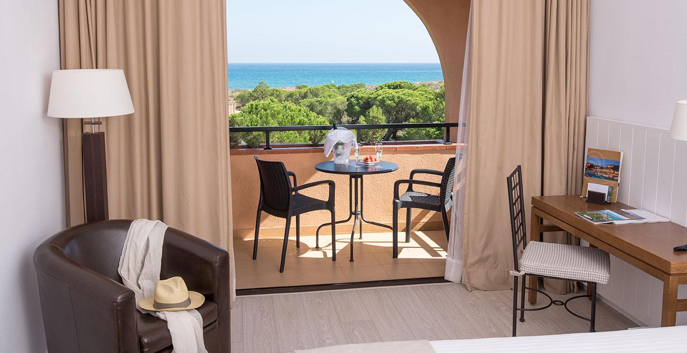habitacions/dobleconfort/HLC_Doble-Vista-Mar_restilingdeco_Terrassa_Alta.jpg