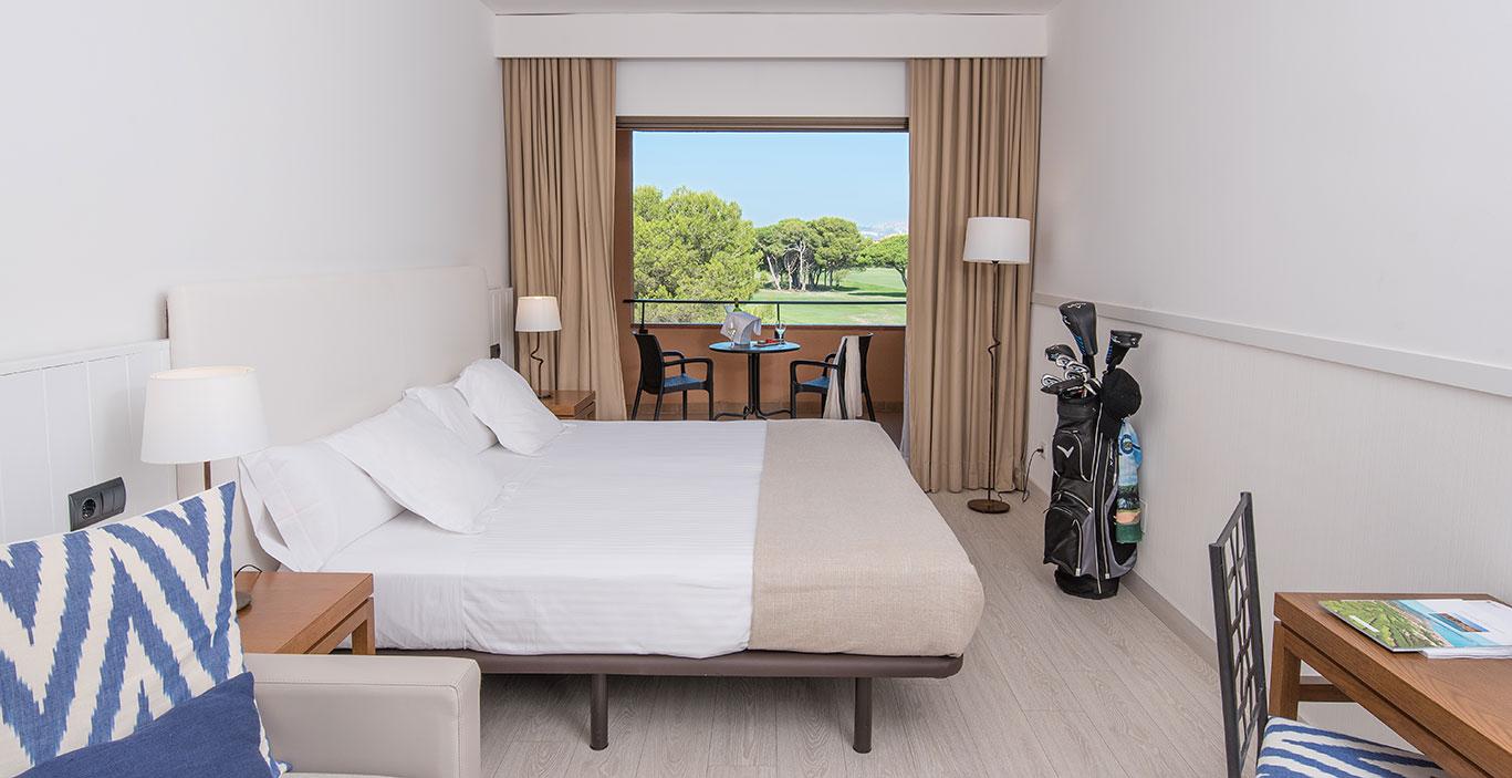 habitacions/doblesuperior/Doble-Superior_1stfloor_vista-golf_Alta.jpg