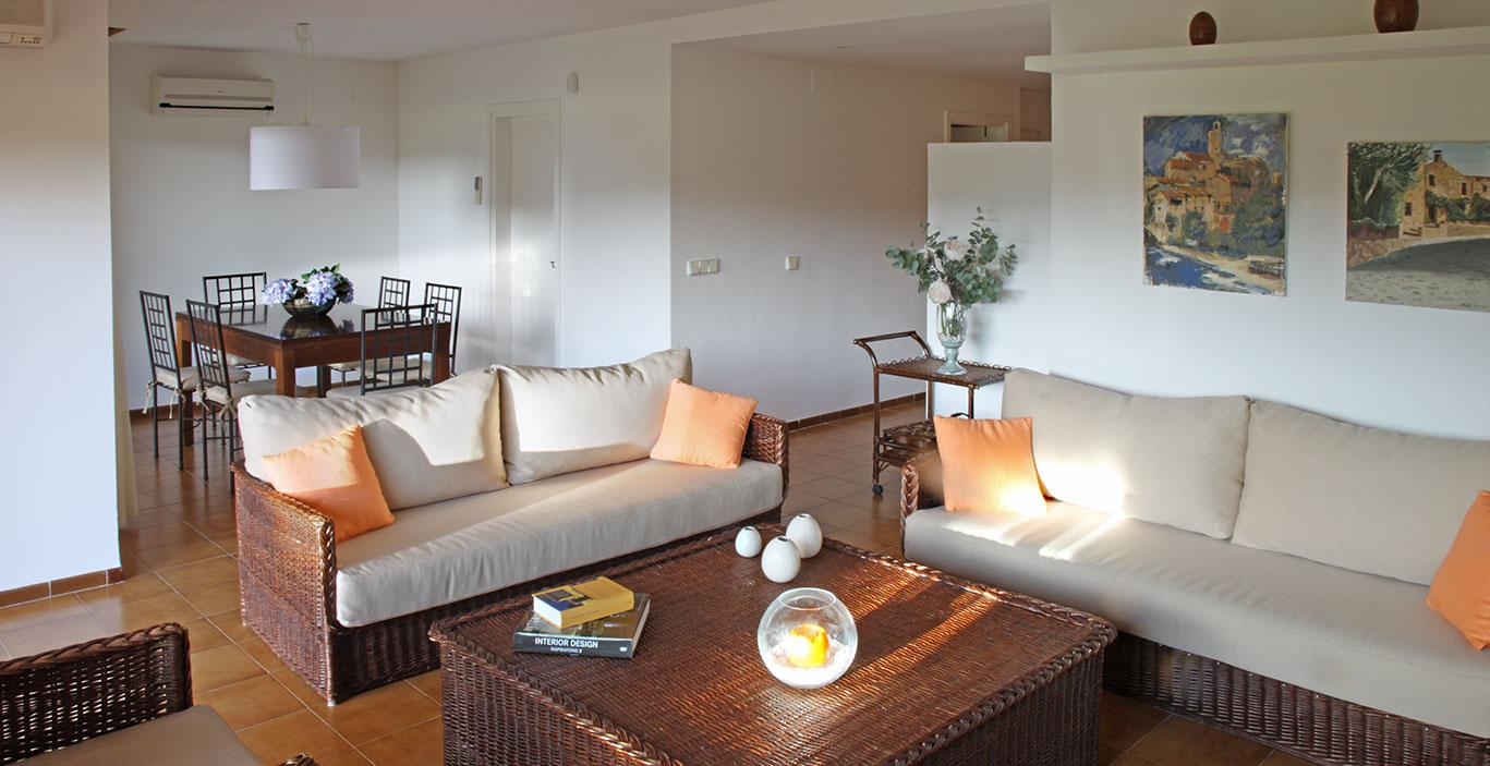 habitacions/villa1_i_2/Villa2_Comedor_Estar.jpg