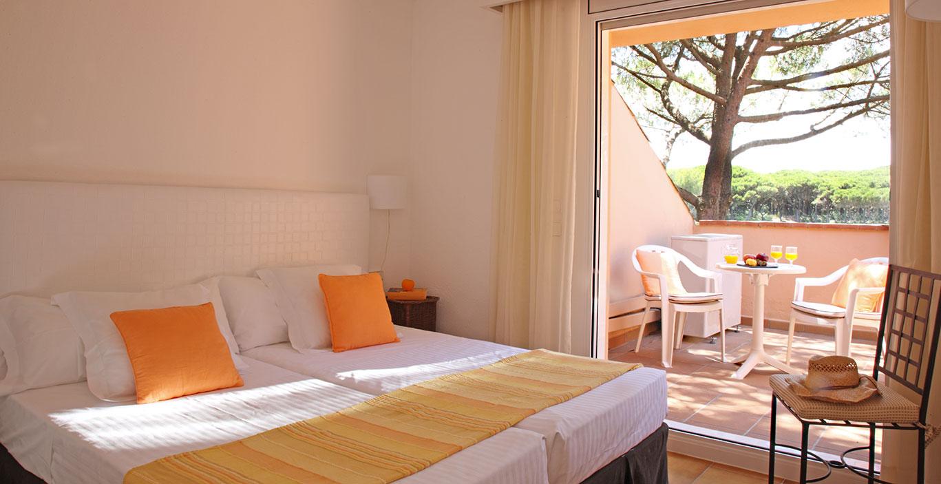 habitacions/villa1_i_2/Villa2_Hab.-Doble_terraza.jpg