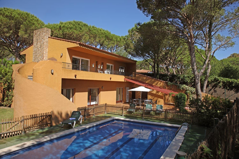 habitacions/villa1_i_2/villa3_exterior-piscina_1500pxls.jpg