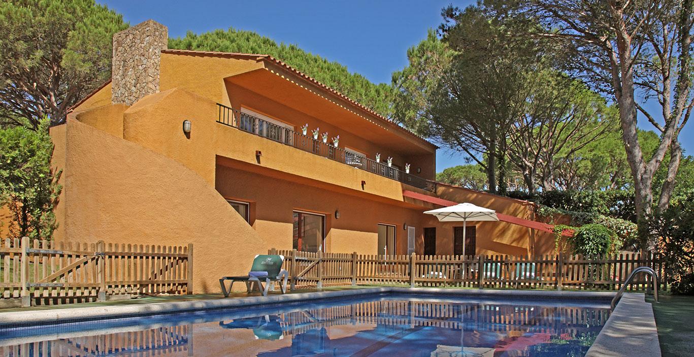 habitacions/villa3-/Villa3_exterior-piscina_2_2500pxls.jpg