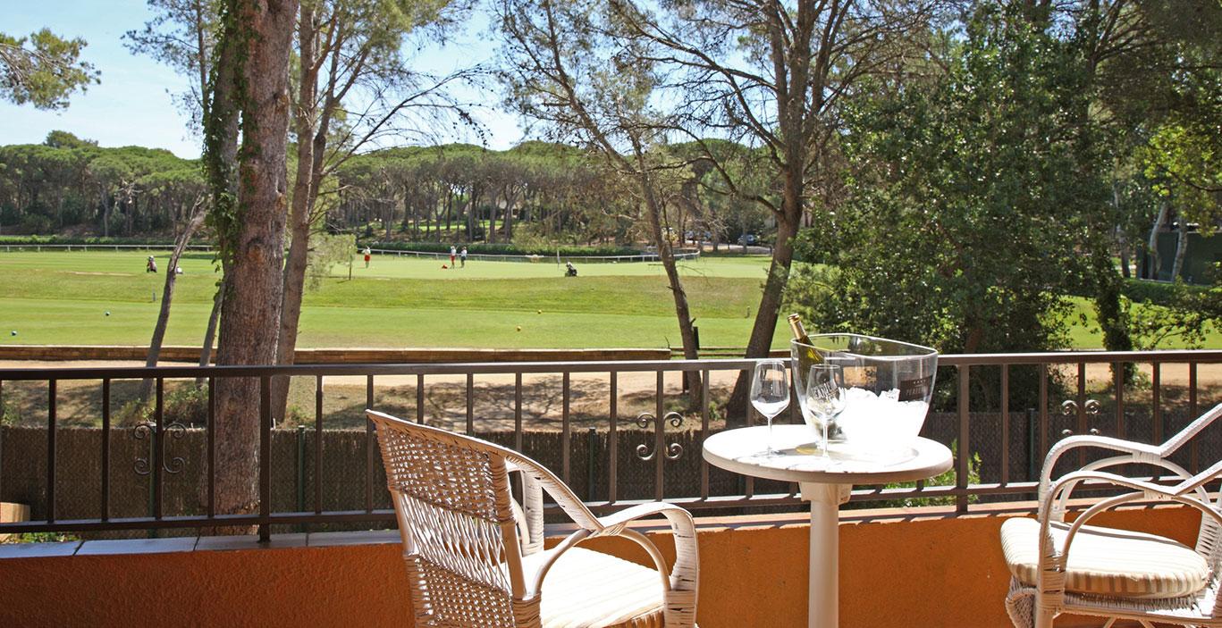 habitacions/villa3-/Villa3_terraza-vista-golf_2500pxls.jpg