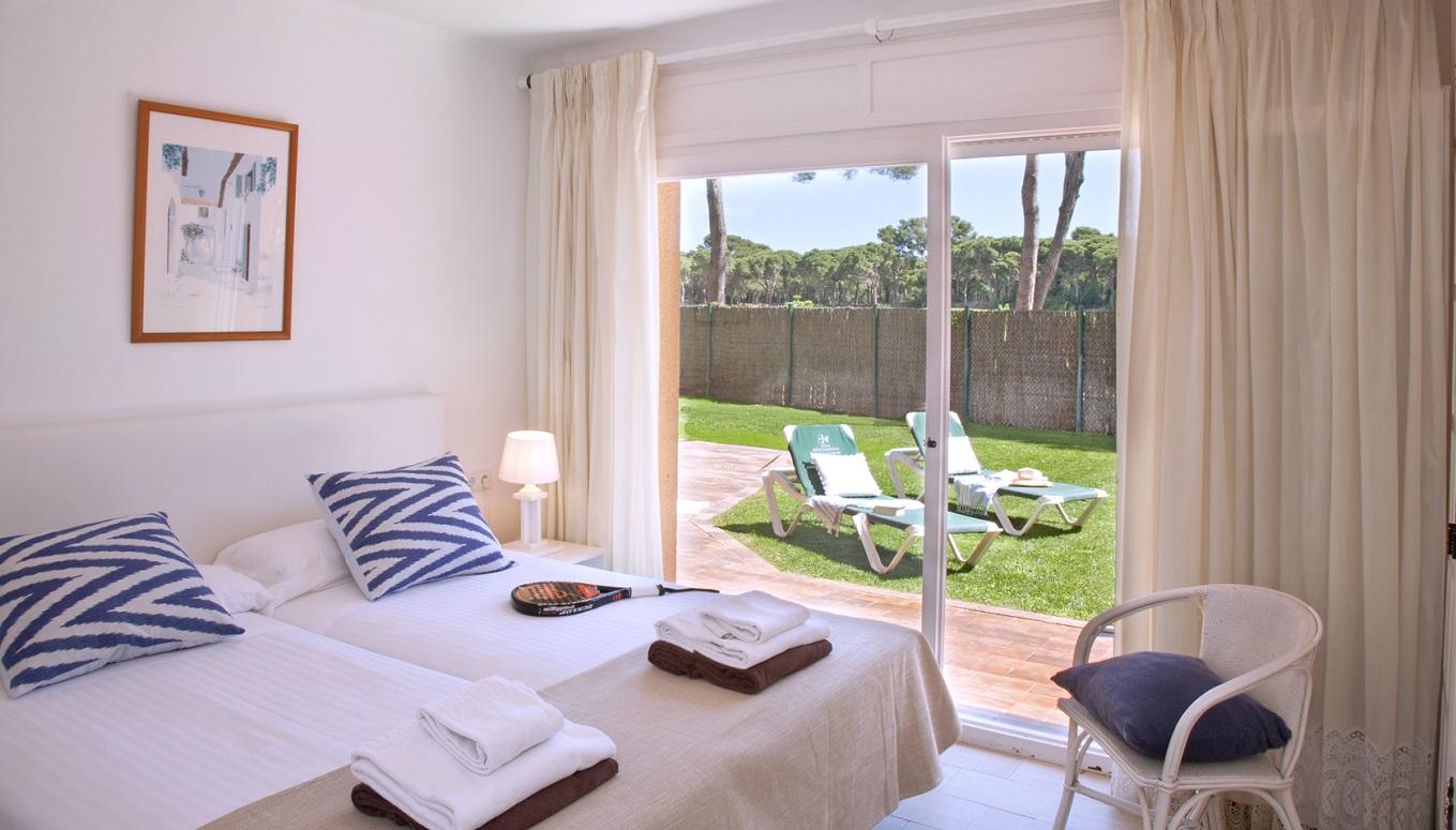 habitacions/villa3-/villa3_habitaciodoble_pbjardi_web.jpg