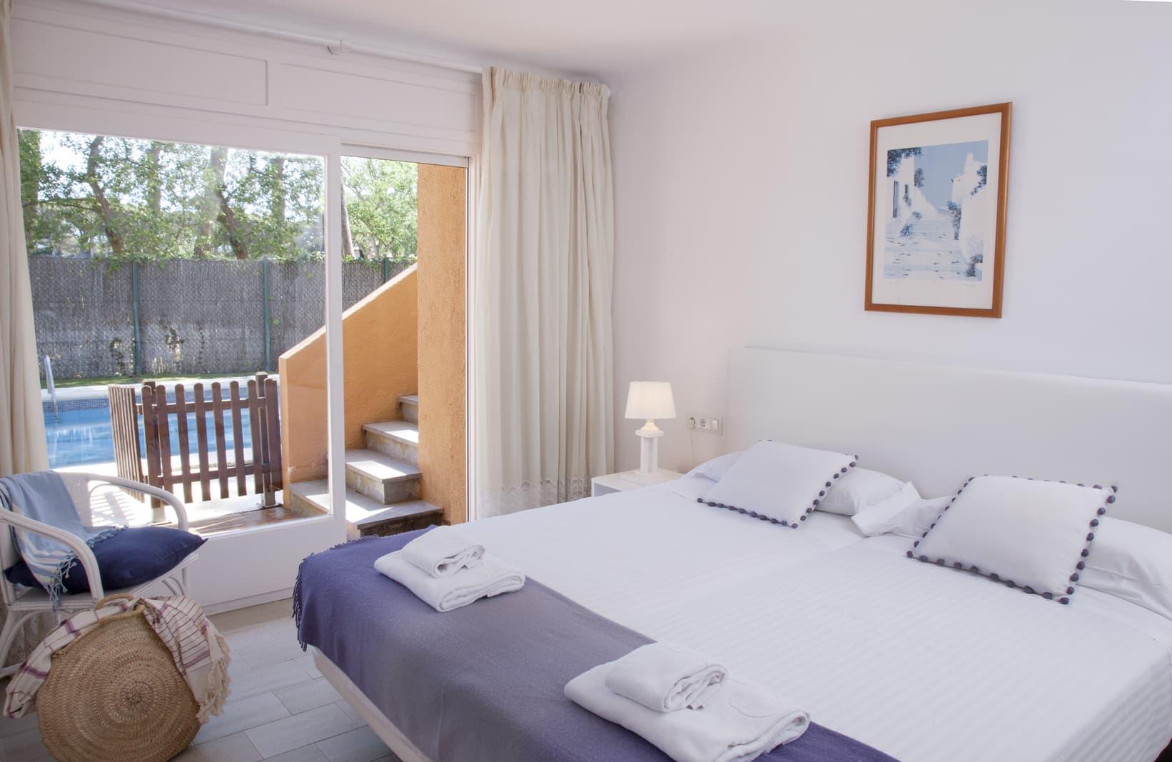 habitacions/villa3-/villa3_habitaciodoble_pbpiscina.jpg