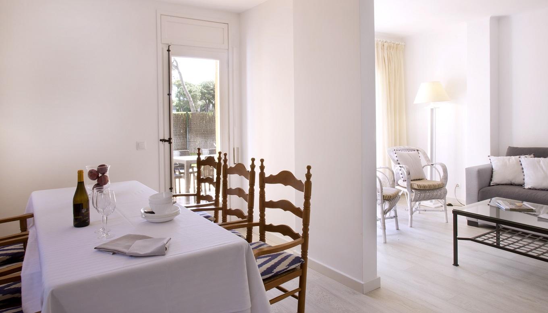 habitacions/villa3-/villa3_menjador_zona-estar_web.jpg