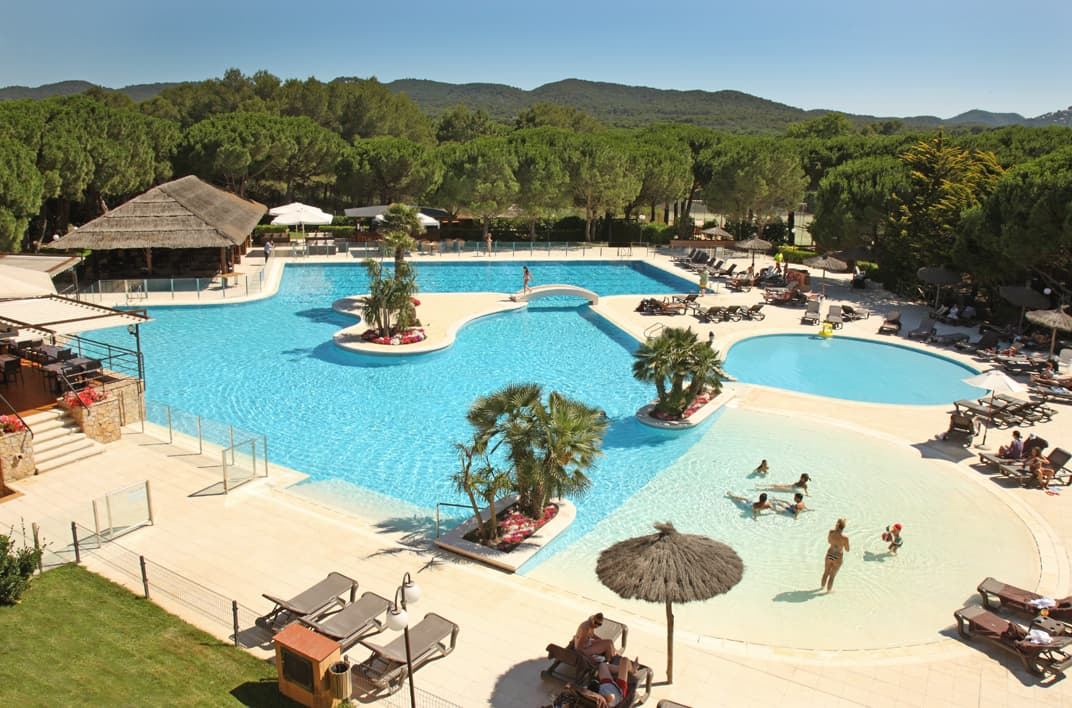 serveis/instalacions/resort-la-costa_pals_pisscina-tropical.jpg
