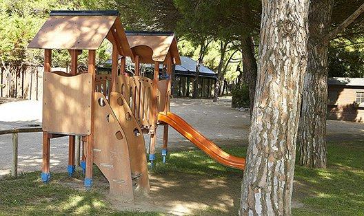 serveis/instalacions/zona-infantil-tobogan.jpg